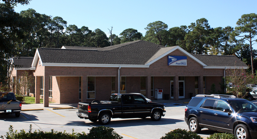 gutter and downspout installation at the post office in Niceville 1